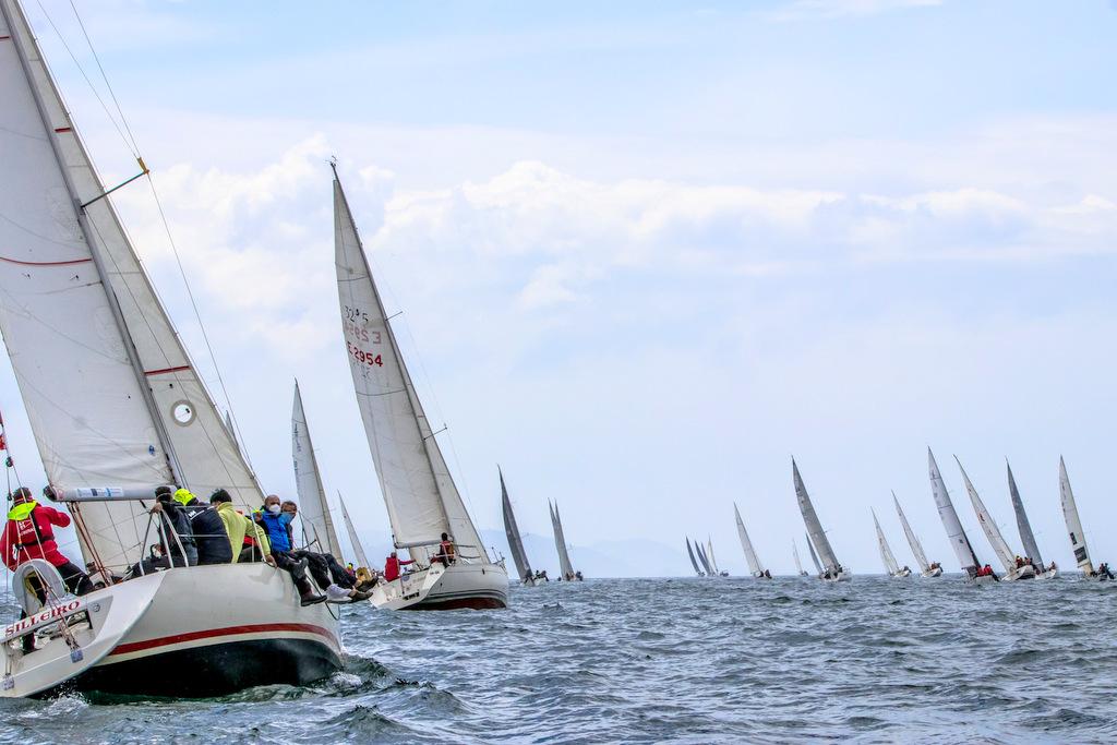 05-La flota del Trofeo Comunica rumbo a Baiona – Foto © Rosana Calvo