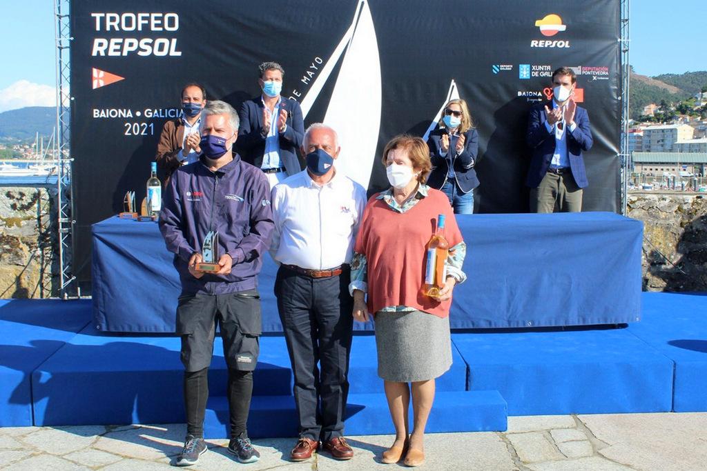20-Ramón Ojea del Bosch salió con su madre a recoger el premio de ganador de ORC – 3 – Foto Virxi BArandela