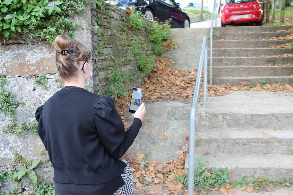 2021-09-15 – Unha persoa recolle unha incidencia de accesibilidade no aplicativo