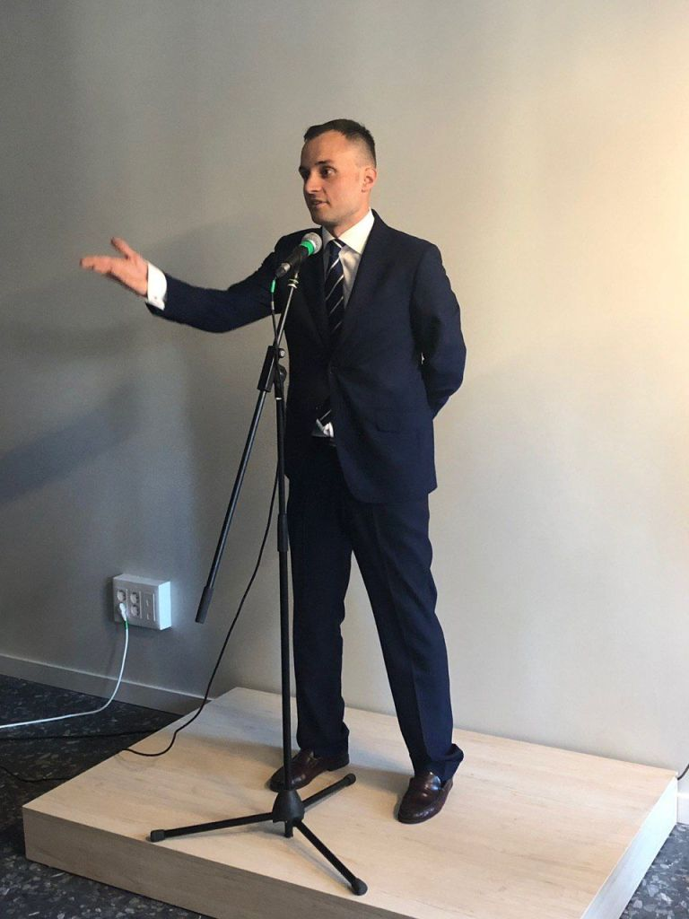 Rubén Rúa Prieto dando su discurso inaugural.