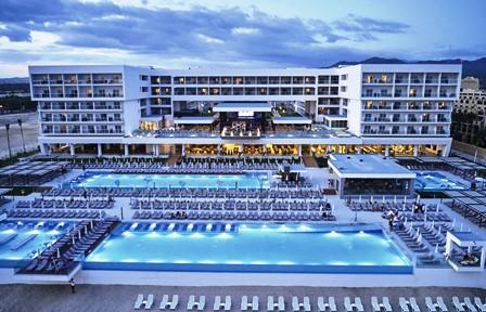 Uno de los hoteles de la cadena Riu Palace en Baja California, Estados Unidos.