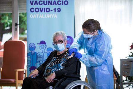 Vacunación contra el virus SARS-CoV-2 en una residencia para adultos mayores en Catalunya