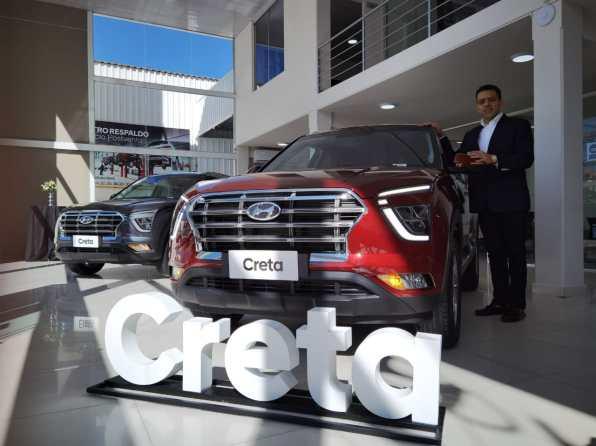 Las nuevas vagonetas Creta y Santa Fe 2022, ya se exhiben en el flamante showroom de Hyundai en Cochabamba.