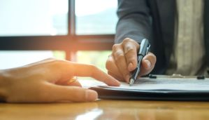 Affaires - Signature de contrat
