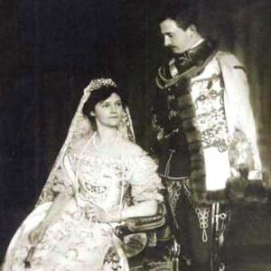 Nato nel 1887, Carlo sposò la Principessa Zita di Borbone nel 1911 e nel 1916, mentre imperversava la Prima Guerra Mondiale, in seguito alla morte dell'Imperatore Francesco Giuseppe, divenne Imperatore dell'impero asburgico. Da allora ebbe un solo pensiero: la pace. S.A.I.R. l'Imperatore d'Austria ed Ungheria Carlo I d'Asburgo è stato proclamato Beato da S,S. Giovanni Paolo II il 3 ottobre 2004.