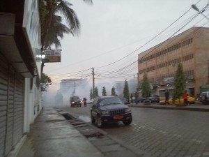 Les gaz lacrymogènes dispersent la foule.