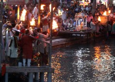 Aarti ceremony along the Ganga in Hardiwar, IndiaPhoto by Shmuel Thaler