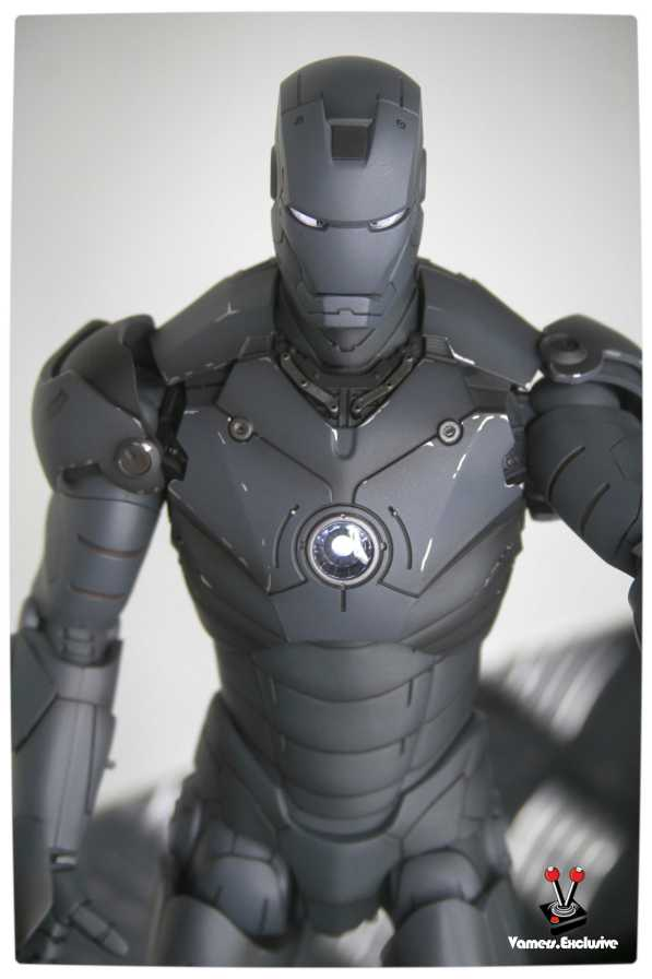 Vamers - Hot Toys - Limited Edition Collectible - Iron Man Mark III - SIlly Thing's TK Edition - MMS101 - Flaps Extended and Arc Reactor Engaged - Upper Body