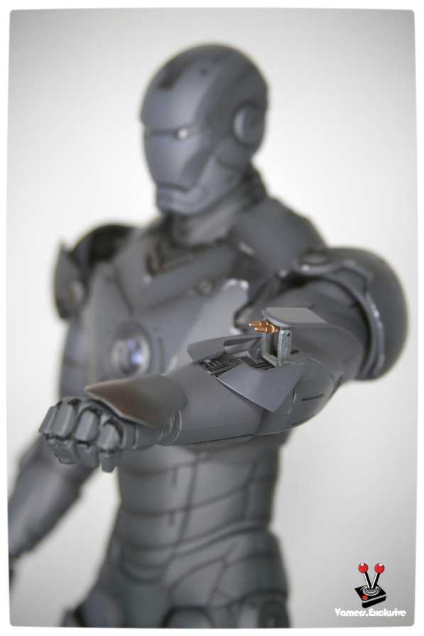 Vamers - Hot Toys - Limited Edition Collectible - Iron Man Mark III - SIlly Thing's TK Edition - MMS101 - Left Arm Rocket