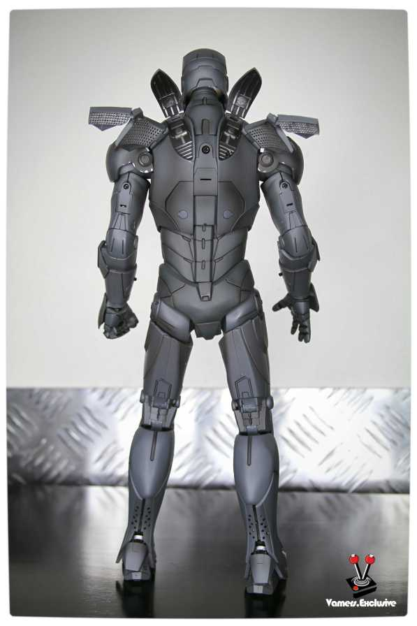 Vamers - Hot Toys - Limited Edition Collectible - Iron Man Mark III - SIlly Thing's TK Edition - MMS101 - Rear with Flaps Extended
