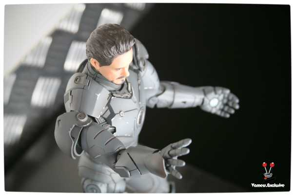 Vamers - Hot Toys - Limited Edition Collectible - Iron Man Mark III - SIlly Thing's TK Edition - MMS101 - Tony Stark Ready to Fire - Isometric View