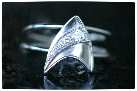 Vamers - Geek Chic - SUATMM - 10 Gorgeously Geektastic Engagement Rings - The Star Trek Star Fleet Ring