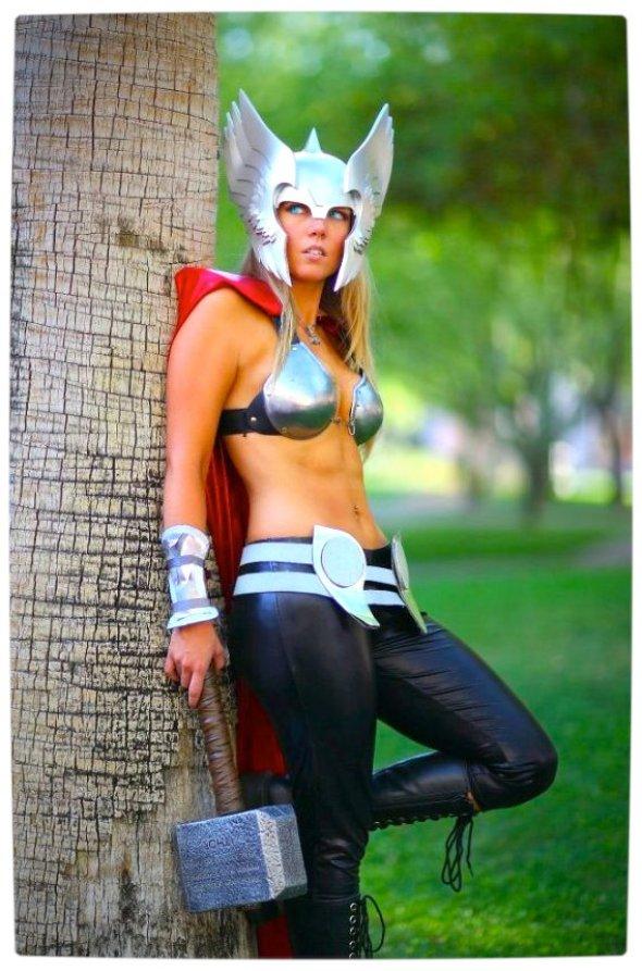 Vamers - Geekosphere - Thorsday - Toni Darling Gender-Bends Thorsday - Toni Darling as Thor 08