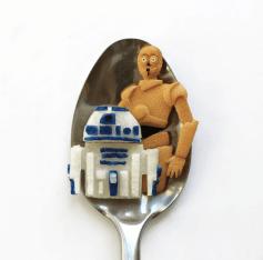 Vamers - FYI - Artistry - Food - Ioana Vanc - Geeky Edible Artwork Created on Spoons - R2D2 and C3PO