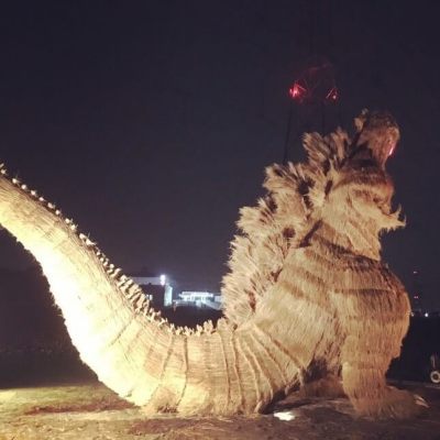 vamers-fyi-geekosphere-massive-7-meter-tall-straw-godzilla-appears-in-japan-04