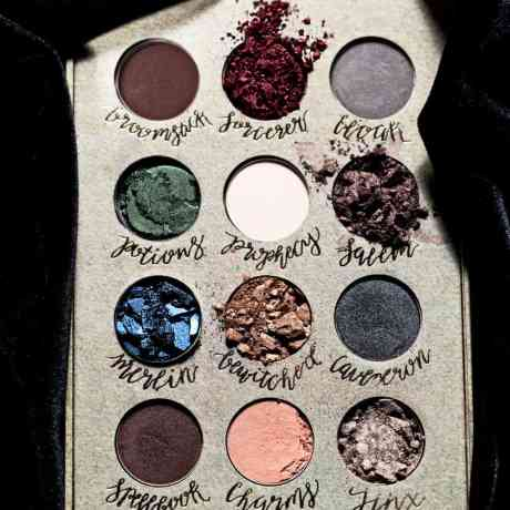 Vamers-Accessories-Lifestyle-Wizardy-and-Witchcraft-StoryBooks-Cosmetics-Palette-01