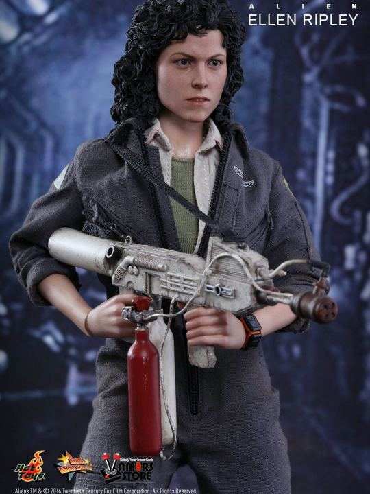 Vamers Store - Hot Toys - MMS366 - Alien - Ellen Ripley Sixth Scale Collectible Figure based on Sigourney Weaver - 10