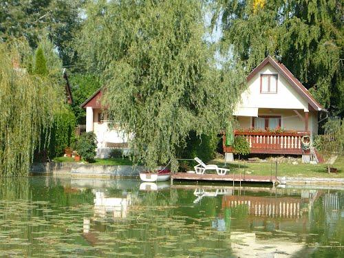 Lago próximo ao Rowing Camp em Gyor