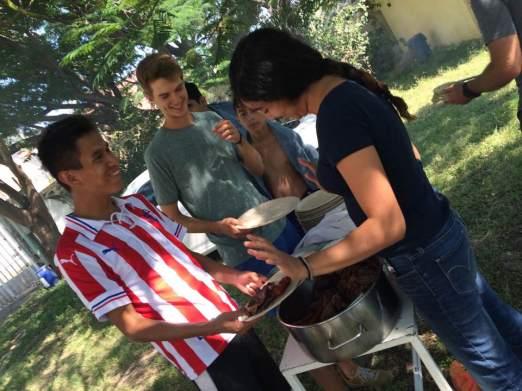 Beim Essen in Chantepec darf eines nicht fehlen: Das Markenzeichen der Chivas: Rot-Weiss gestreiftes Trikot.
