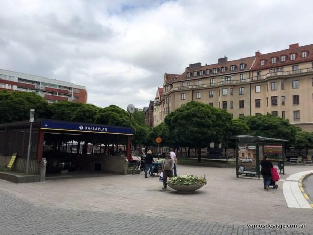 Entrada al Tunnelbana de Estocolmo en Östermalm.