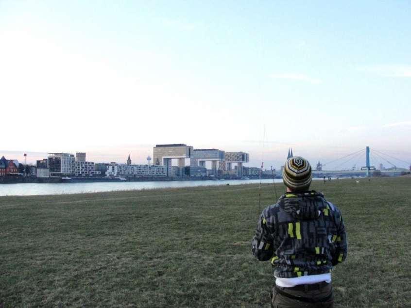 Praticando kite com o meu flatmate alemão (que tbm era da AIESEC) às margens do rio Reno