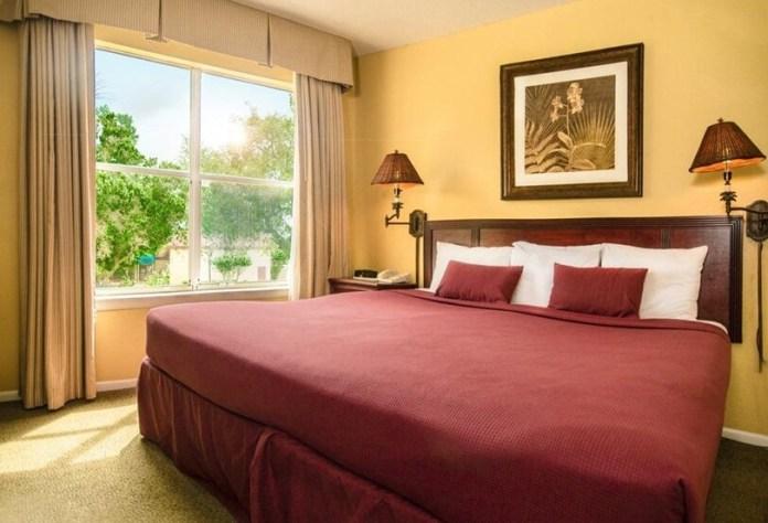 Quarto do hotel Parc Corniche em Orlando