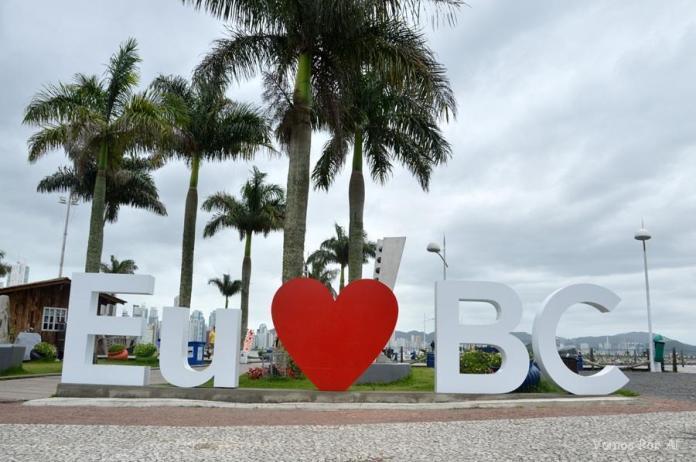 O que Fazer em Balneário Camboriú: letreiro com o nome da cidade