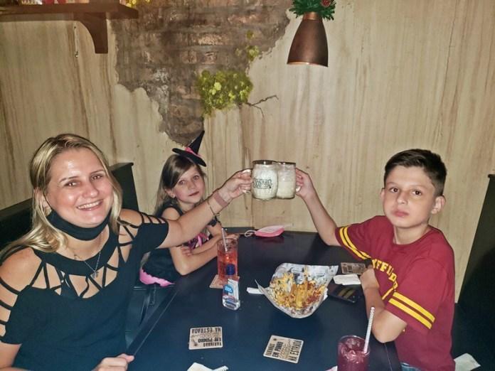 Vassoura Quebrada em Sâo Paulo, restaurantes temáticos em sao paulo, hamburgueria em sao paulo
