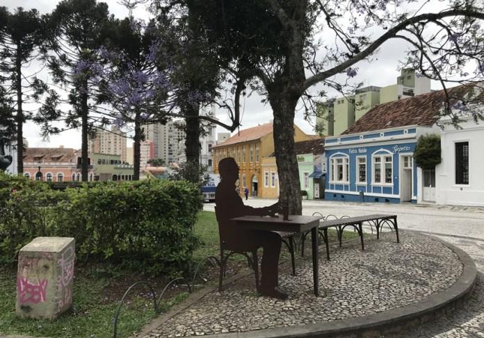 banquinho onde o Clube do Choro se apresenta em Curitiba