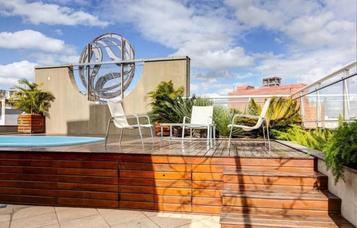 Piscina do hotel Eko Residence em Porto Alegre