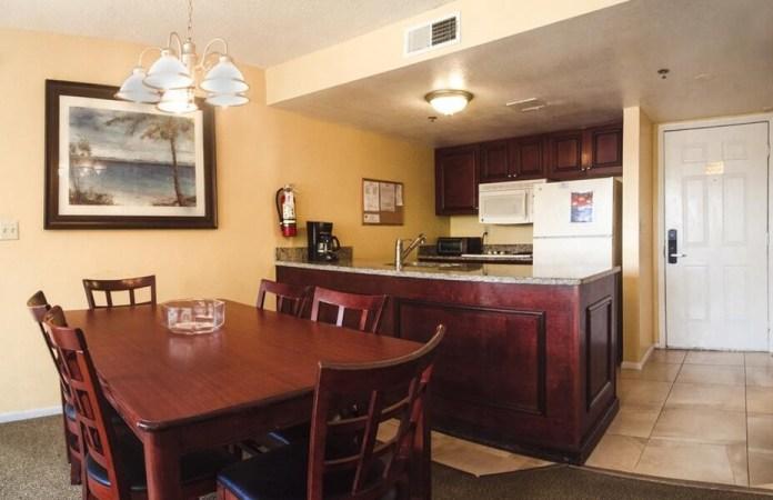 Cozinha americana no apart hotel Parc Corniche em Orlando