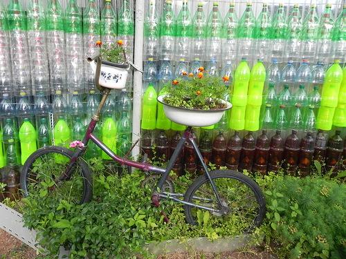 Как сделать забор из пластиковых бутылок своими руками