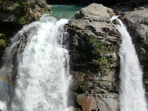 美丽的Nooksack瀑布,落差27米。