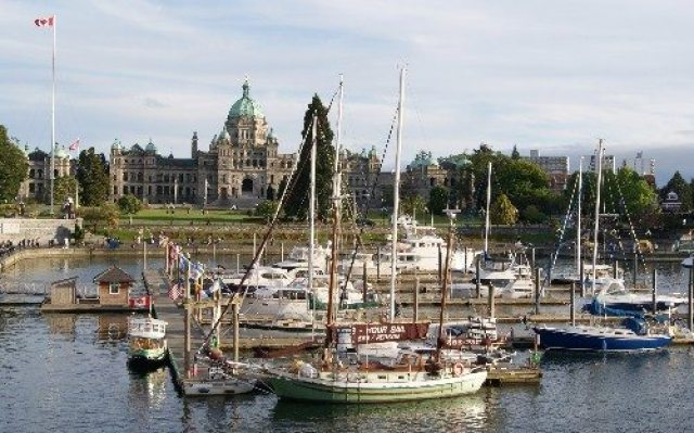 Boats in Victoria's Inner Harbour in front of the Legislature