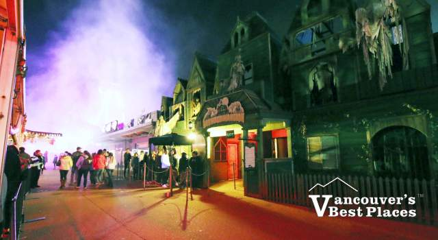 Fright Nights Outside the Haunted Mansion