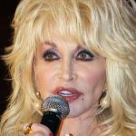 Dolly Parton (1946) - CC BY-SA 2.0/Eva Rinaldi/wiki