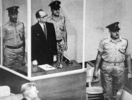 Eichmann tijdens zijn proces in Israël