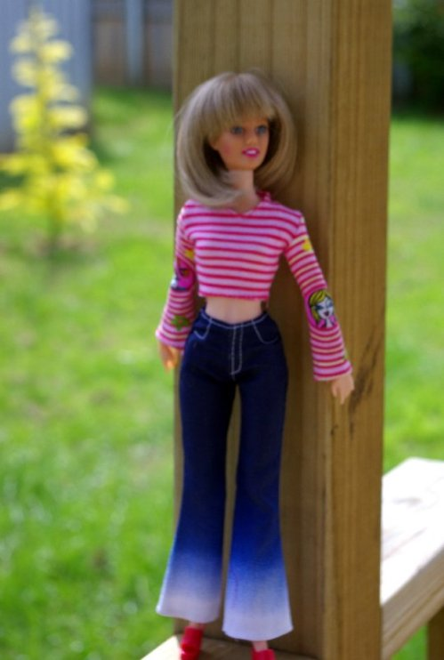 Bonnie in the striped top and jeans.