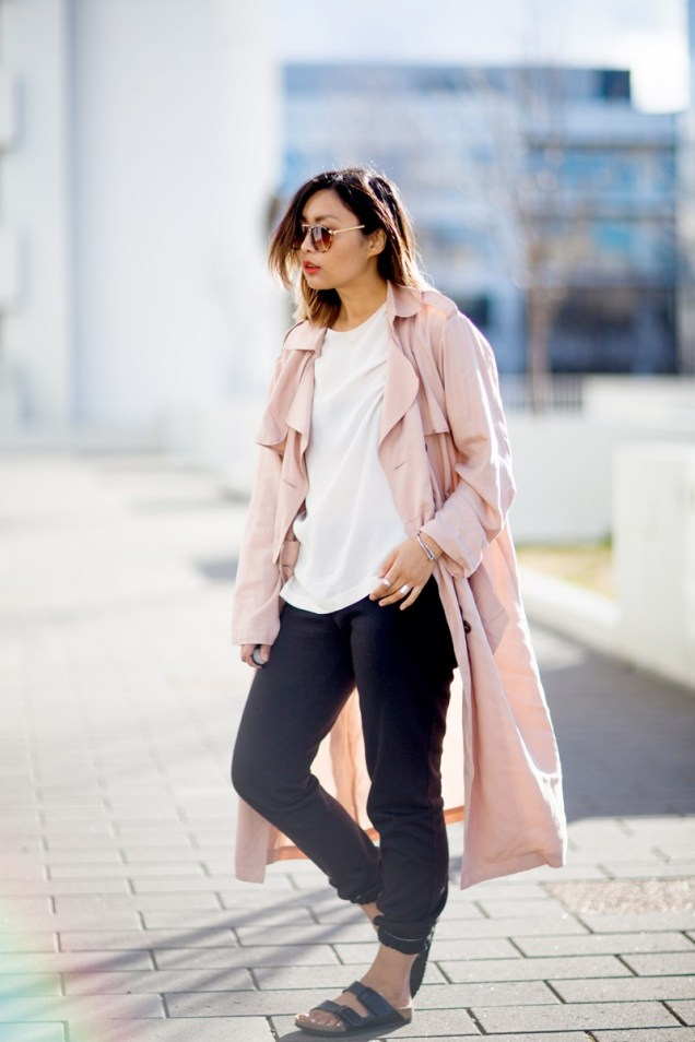 relaxed-trench-birkenstock-normcore-streetstyle-5-copy