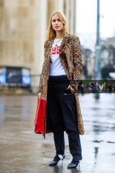 animal print, AUTUMN WINTER 2016-2017, AW 16-17, black pants, black shoes, FALL WINTER 2016-2017, fashion week, frenchystyle, full length, FW, FW 16-17, gucci, jonathan paciullo, leather bag, leather shoes, leopard coat, leopard print, louis vuitton, PARIS, pernille teisbaek, PFW, red bag, street style, sweatpants, vertical, vêtements, white t shirt