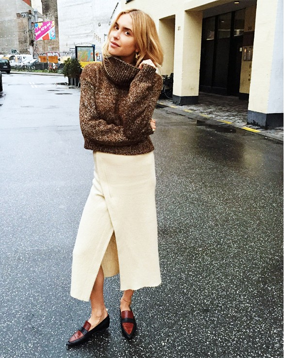 winter-whites-wrap-skirt-midi-skirt-long-midi-skirt-winter-whites-white-skirt-winter-turtleneck-sweater-sweaters-and-skirts-pointy-toe-loafers-oxfords-via-look-de-pernille