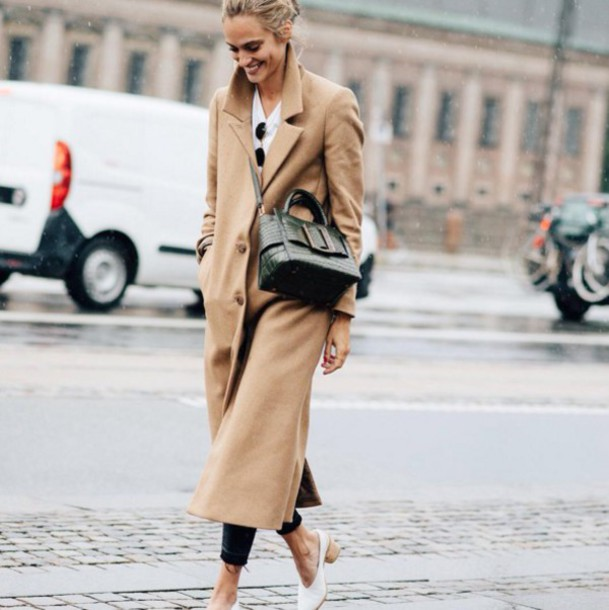 ucnb2i-l-610x610-coat-tumblr-camelcoat-longcoat-bag-blackbag-crossbodybag-whiteshoes-shoes-streetstyle-falloutfits-beigecoat