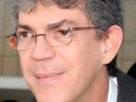 Ricardo Coutinho participou da posse do prefeito de Soledade (Imagem da Internet)