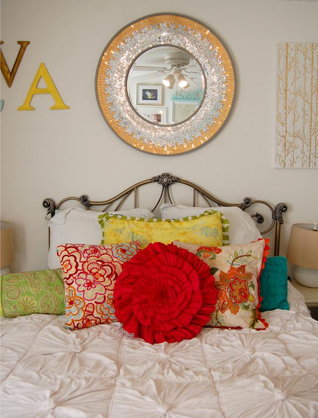 bedroom-anthropologie-interior-decor-colorful-vandi-fair-lauren-vandiver-fashion-blog-blogger
