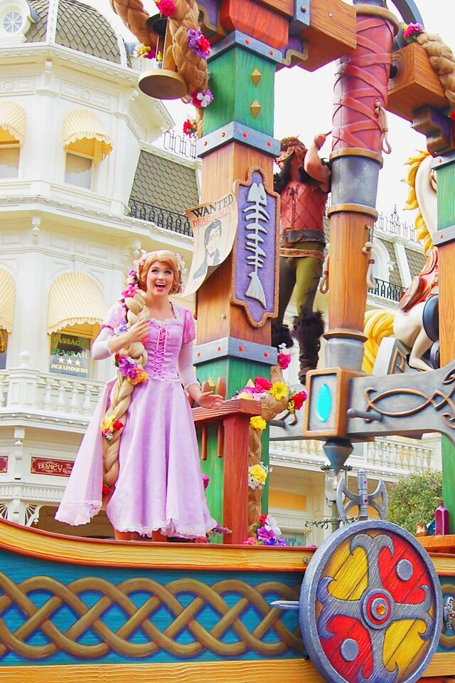 rapunzel-parade-disney-world