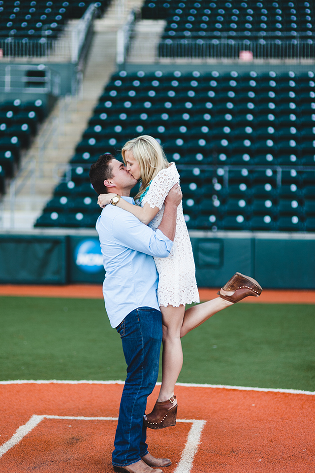 kissing-engagement-photo-baseball-field