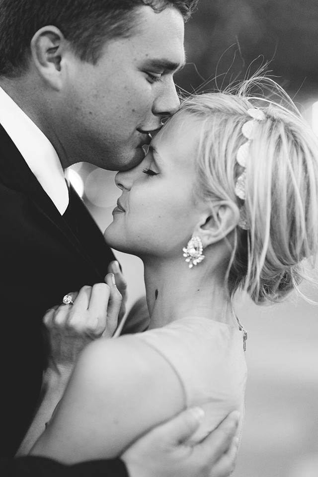 forehead-kiss-engagement-photos