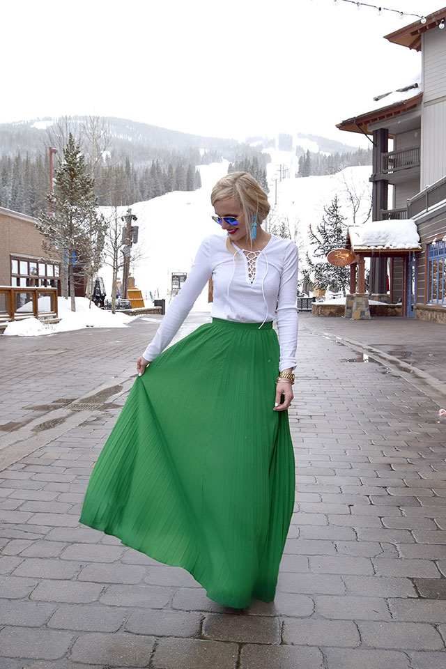 7a949209d4 Today I'm sharing this gorgeous green pleated maxi skirt that I had every  intention of posting yesterday in celebration of St. Patrick's Day, ...