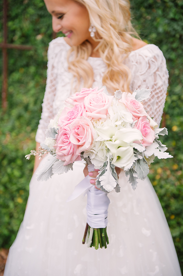 lauren-vandiver-cole-green-wedding-dallas-texas-weddings-vandi-fair-blog-fashion-bridal-blogger-new-years-eve-nye-cinderella-disney-vandigoesgreen-bouquet-pink-roses