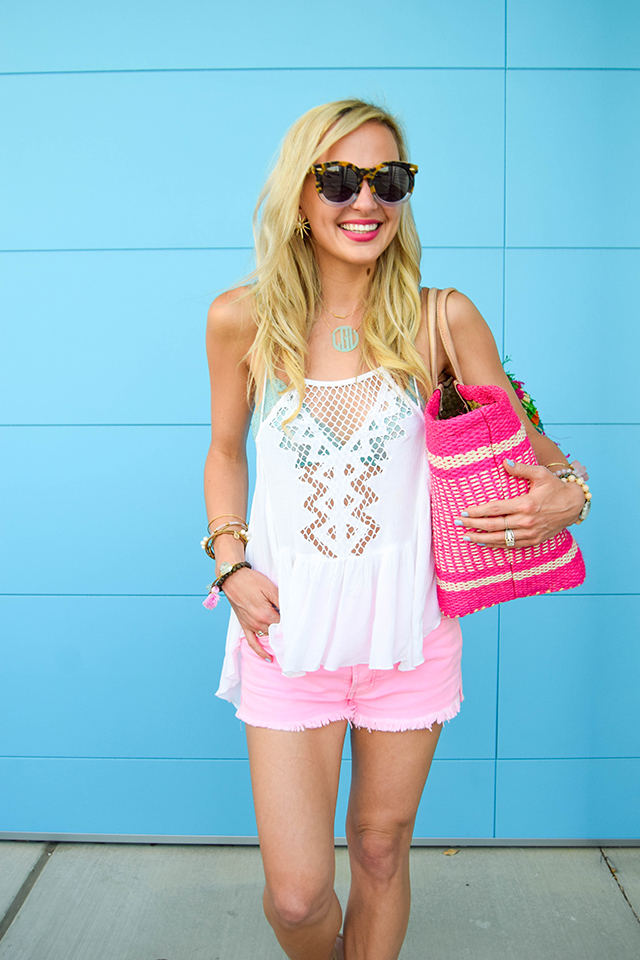 vandi-fair-blog-lauren-vandiver-dallas-texas-fashion-blogger-hudson-jeans-tori-hot-pink-high-rise-denim-cut-off-shorts-nordstrom-ripcurl-vagabond-white-tank-mar-y-sol-ibiza-woven-tote-1